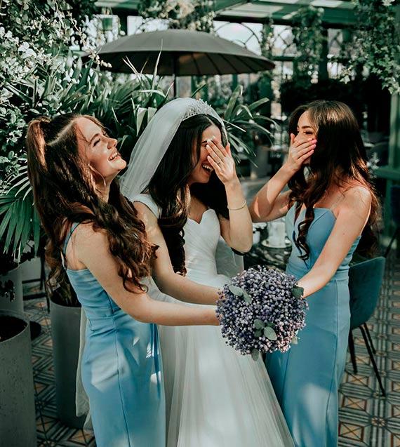 Jak wyglądać zjawiskowo na zdjęciach ślubnych? Odkryj swoje piękno!