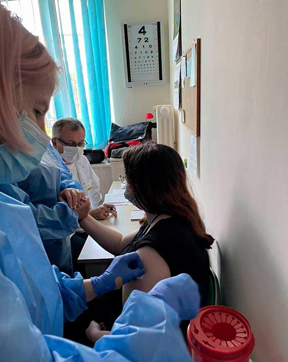 Medycy ze Szpitala Miejskiego szczepią także w szkołach