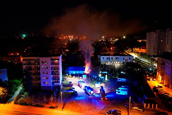 Paliły się deski. Do akcji ruszyli strażacy. Zobacz film!