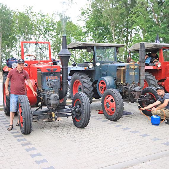 Zobaczcie w jaki spektakularny sposób uruchamiane są zabytkowe traktory ursus! Zobacz film!