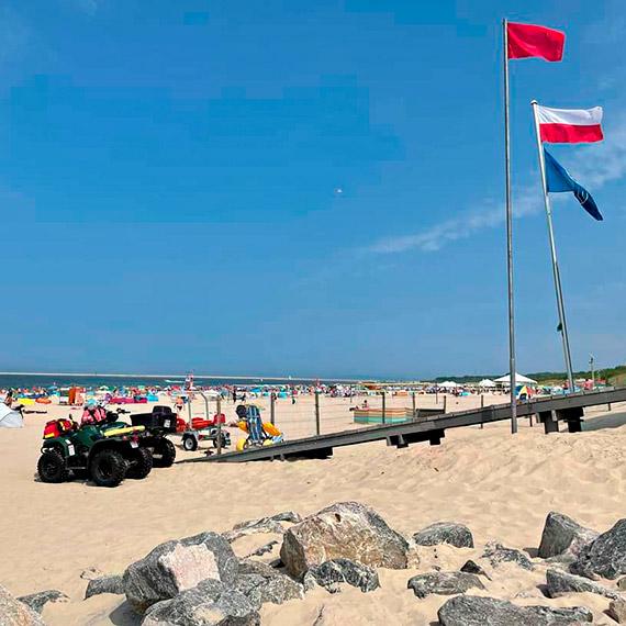 Zakaz kąpieli na plaży w Świnoujściu. Wszystkiemu winna zielona spieniona maź