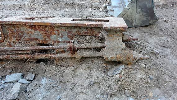 Złom spod ziemi?- Internauta twierdzi, że znalezisko może stać się zachętą do... odbudowy stoczni!
