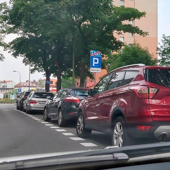 Czytelnik: Taksówkarzom odbiera się miejsca na postoju!