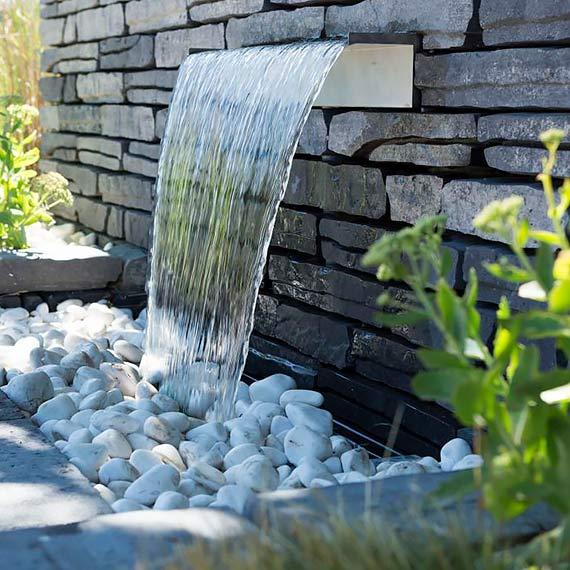 Dekoracyjne elementy betonowe w ogrodzie