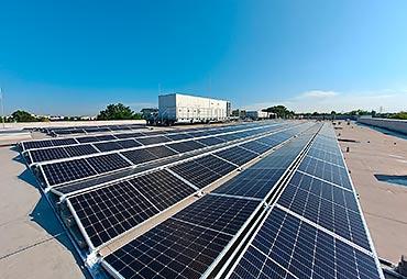 Kaufland sięga po odnawialne źródła energii – pierwsza fotowoltaika na dachu sklepu