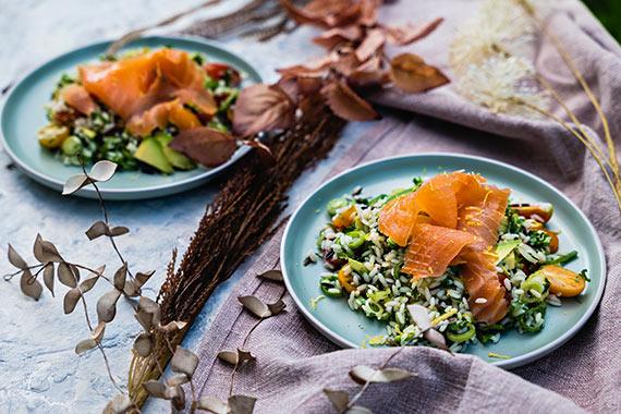 Przepis kulinarny: Sałatka z mieszanką ryżu i łososiem