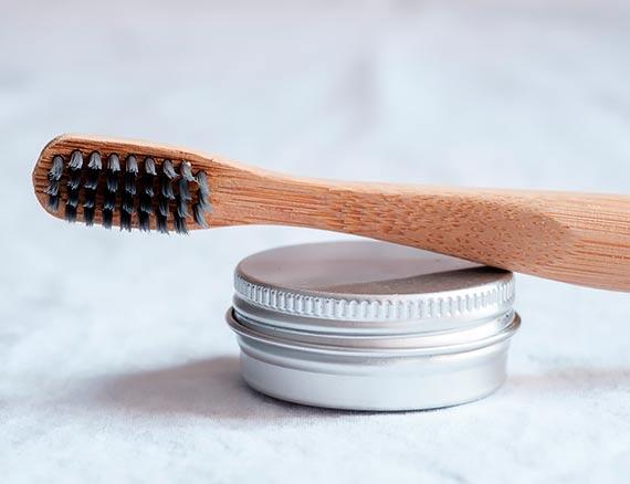 Zapytaj stomatologa: Węgiel aktywowany w higienie jamy ustnej - więcej szkody niż pożytku?