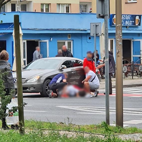 Samochód potrącił rowerzystkę. Kobieta w szpitalu