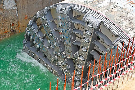 Tunel w Świnoujściu. Odpompowują 12 tysięcy metrów sześciennych wody! Zobacz film!