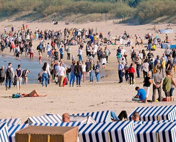 Powrót kolorowych parawanów na świnoujską plażę!