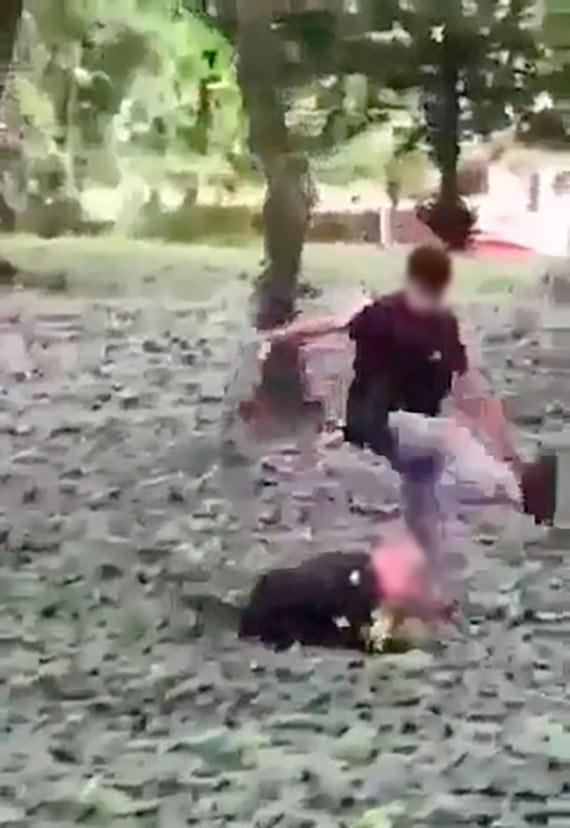 13 - latek znęcał się nad kolegami. Bił i kopał. Wstrząsające sceny w Parku Chopina