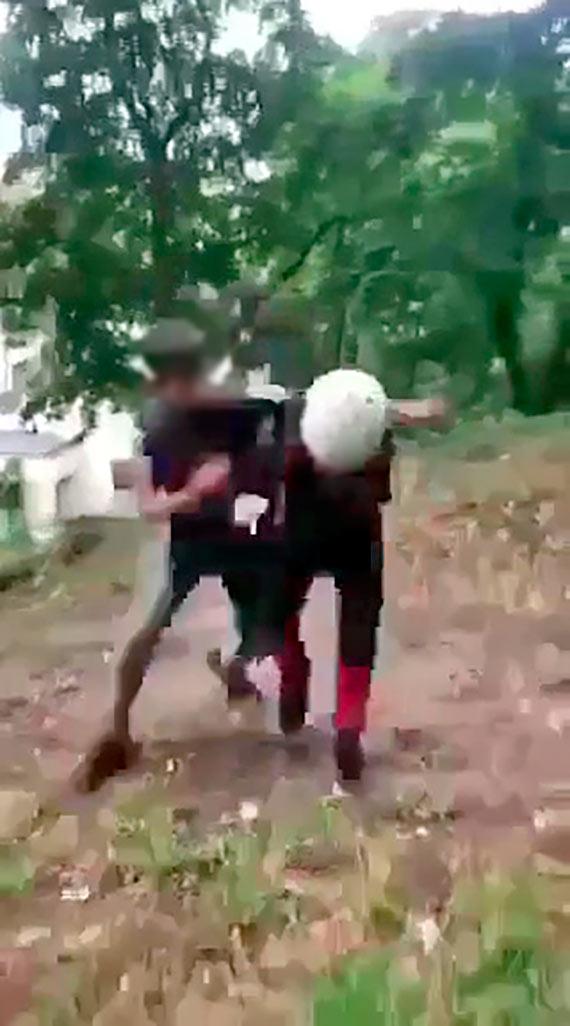 13 - latek znęcał się nad kolegami. Bił i kopał. Wstrząsające sceny w Parku Chopina [1]