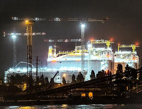 Rośnie trzeci zbiornik Terminalu LNG w Świnoujściu. Nowy zbiornik będzie większy